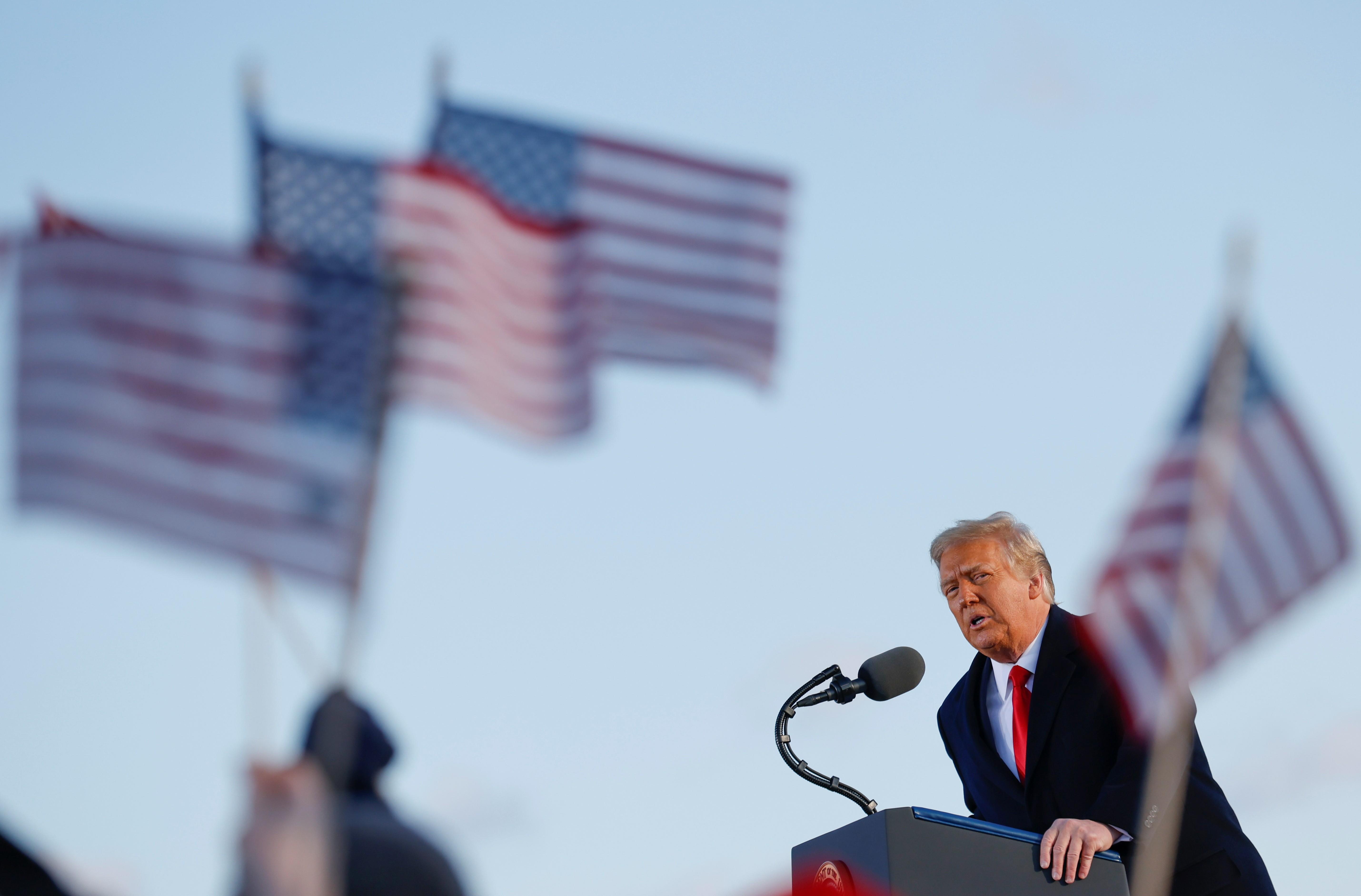 Facebook mantém conta de Trump suspensa e deixa decisão final para comitê independente